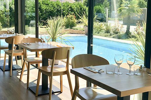 La Véranda lumineuse du restaurant le Serpolet à Pessac pour un repas de groupe